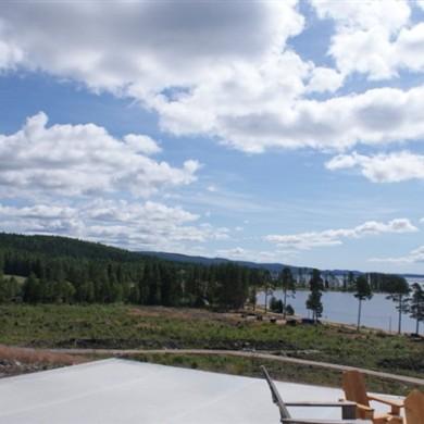 Utsikt mot öster från den färdiga grunden på tomt C14